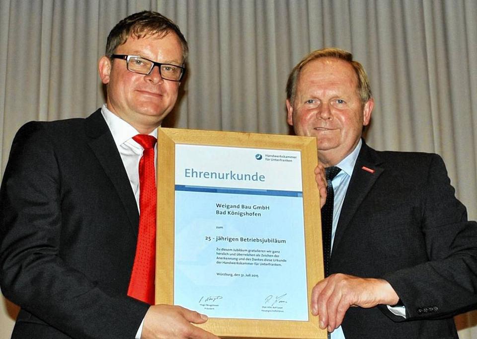 Ehrenurkunde zu 25 Jahre Weigand Bau GmbH